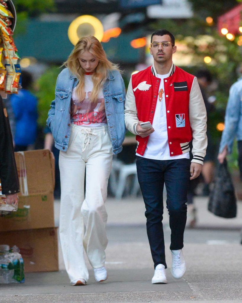 Sophie Turner Was Spotted With Joe Jonas in Downtown Manhatan-4