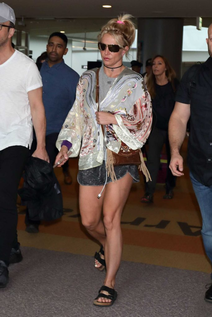 Britney Spears Arrives at Narita International Airport-1