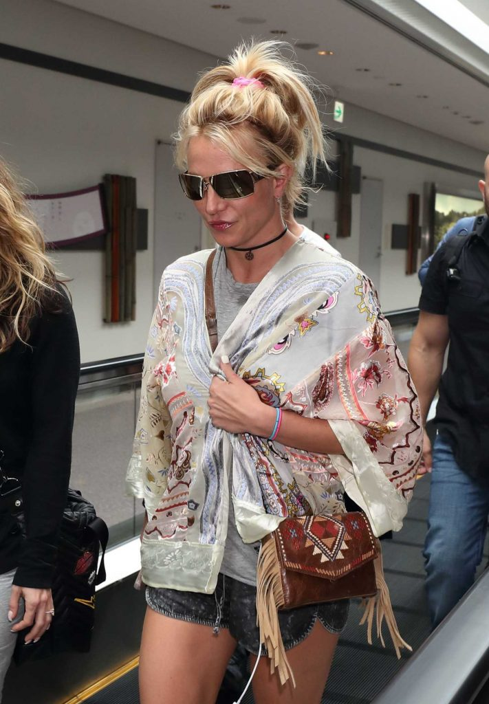Britney Spears Arrives at Narita International Airport-4