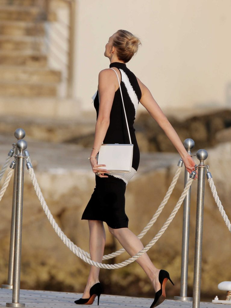 Karlie Kloss Wears a Black and White Dress in Cannes-2