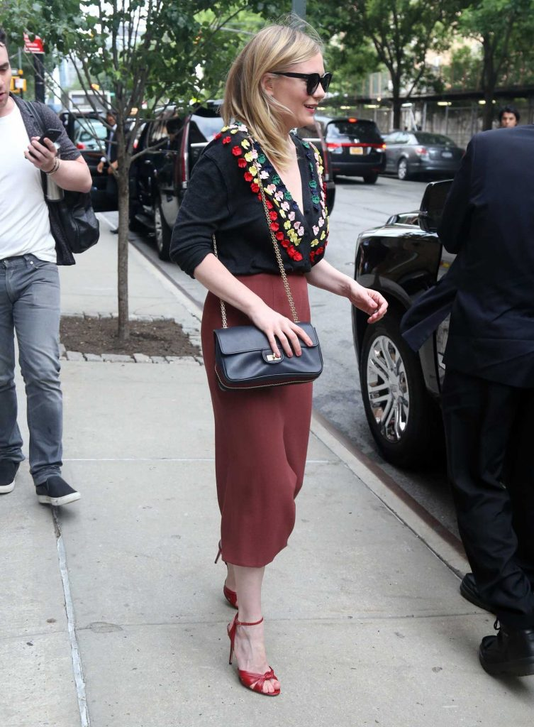 Kirsten Dunst Greets Her Fans in New York-2