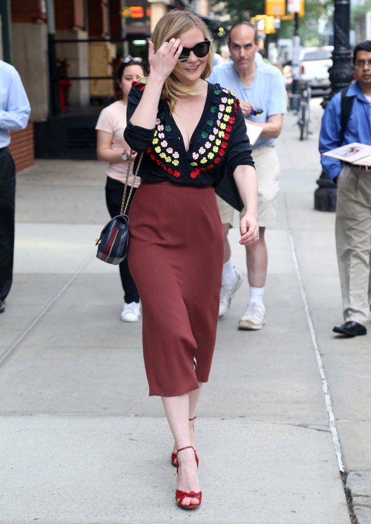 Kirsten Dunst Greets Her Fans in New York-3