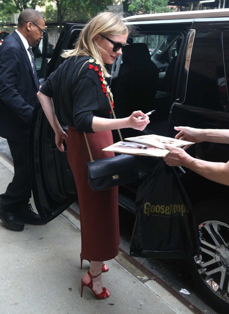 Kirsten Dunst Greets Her Fans in New York-5