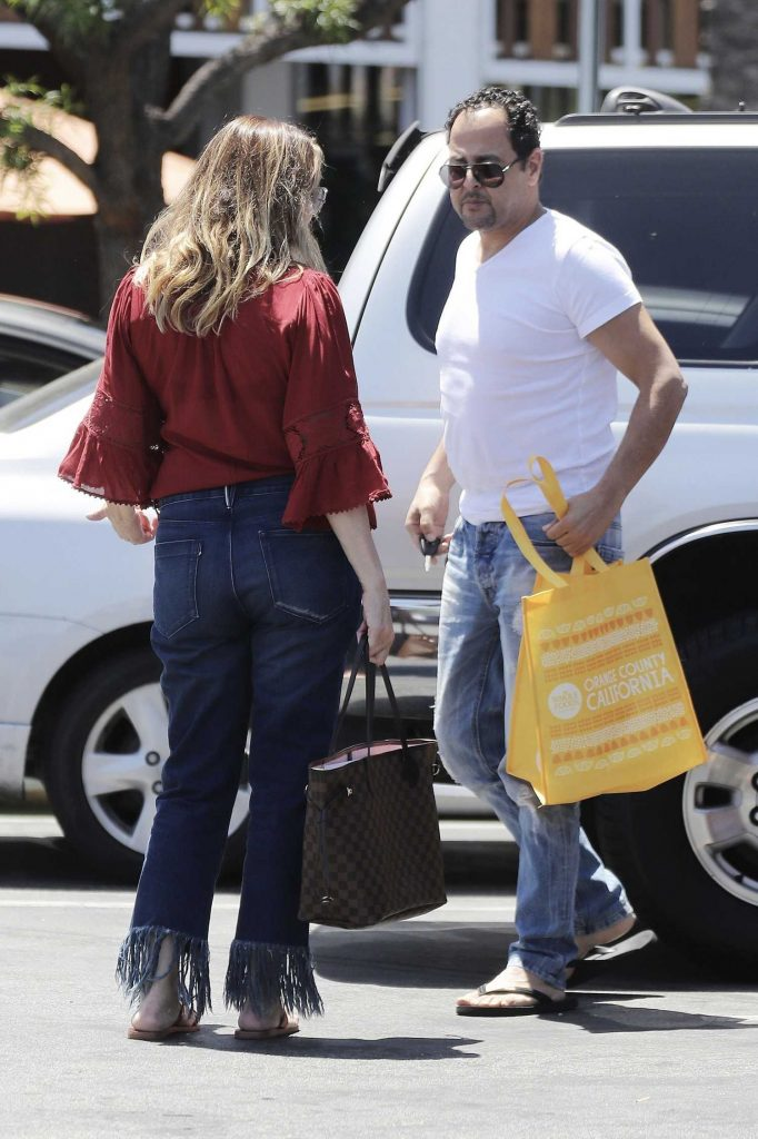 Linda Kozlowski Was Seen Out in Los Angeles-4