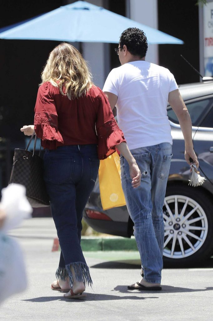 Linda Kozlowski Was Seen Out in Los Angeles-5