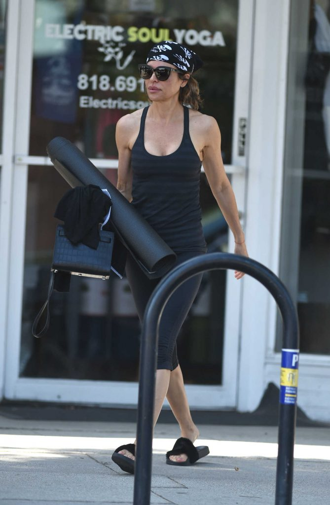 Lisa Rinna Leaves Her Yoga Class in Los Angeles-1