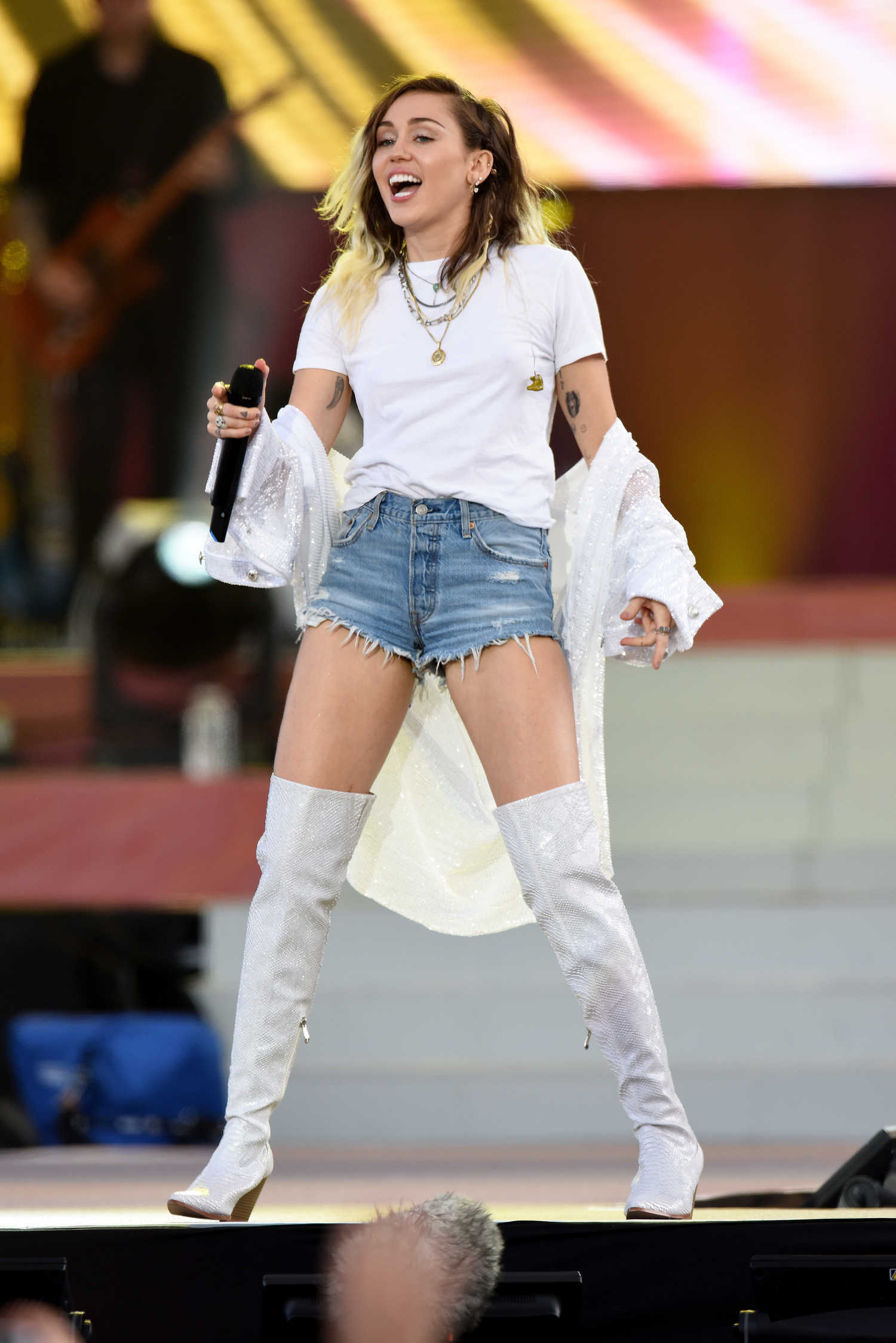 Miley Cyrus Performs at Old Trafford in Manchester – Celeb Donut Milla Jovovich