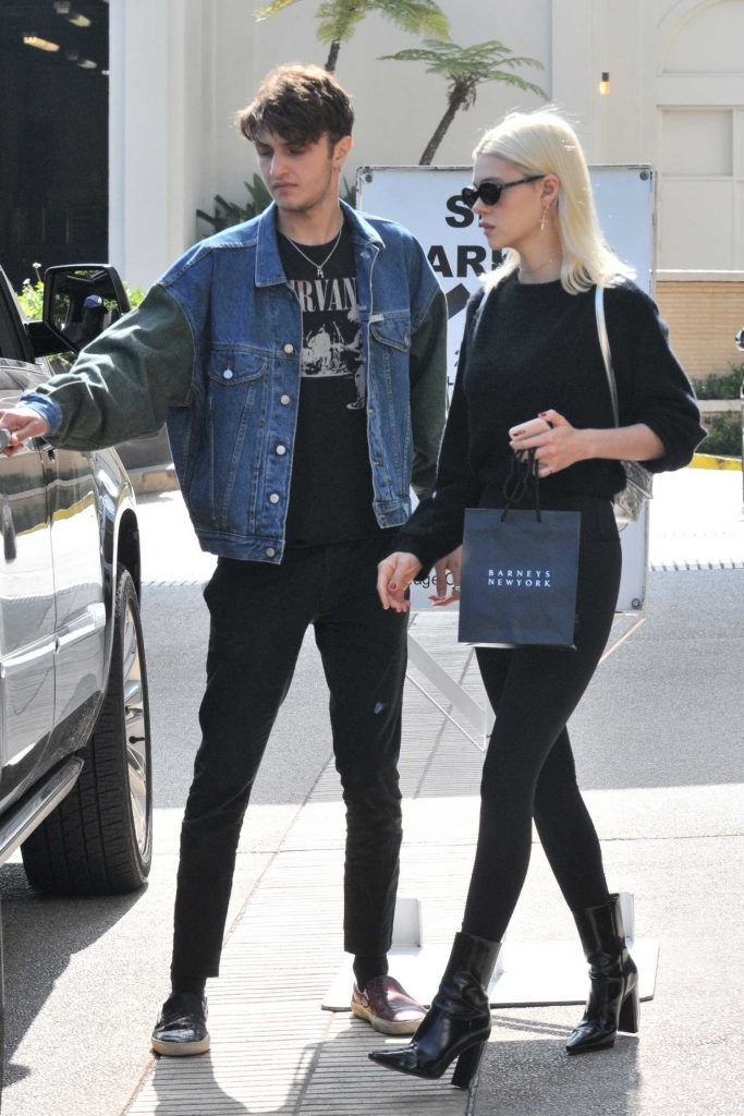 Nicola Peltz Out Shopping in Beverly Hills-2