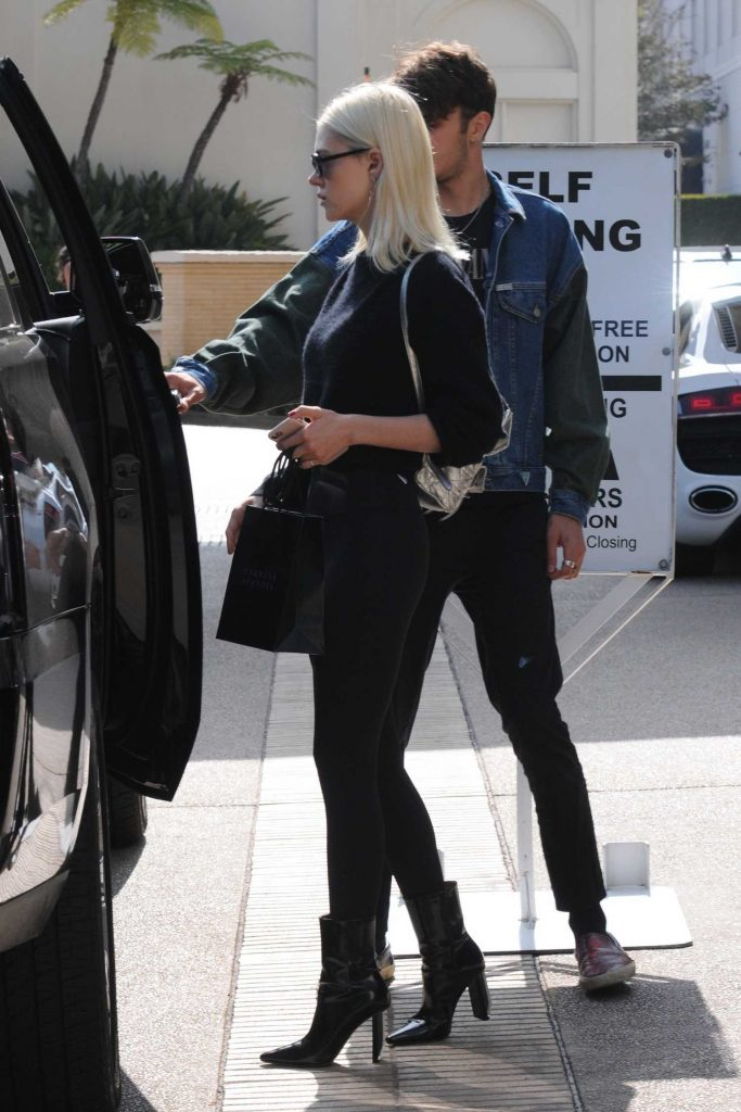 Nicola Peltz Out Shopping in Beverly Hills-4