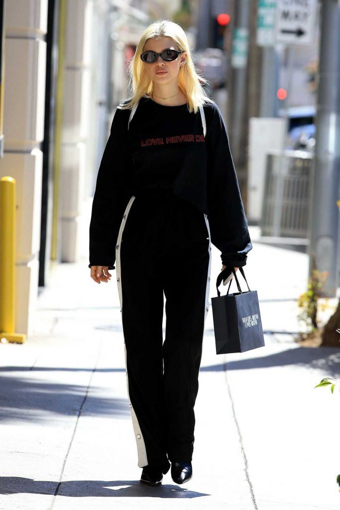 Nicola Peltz Was Spotted Out in Beverly Hills-2