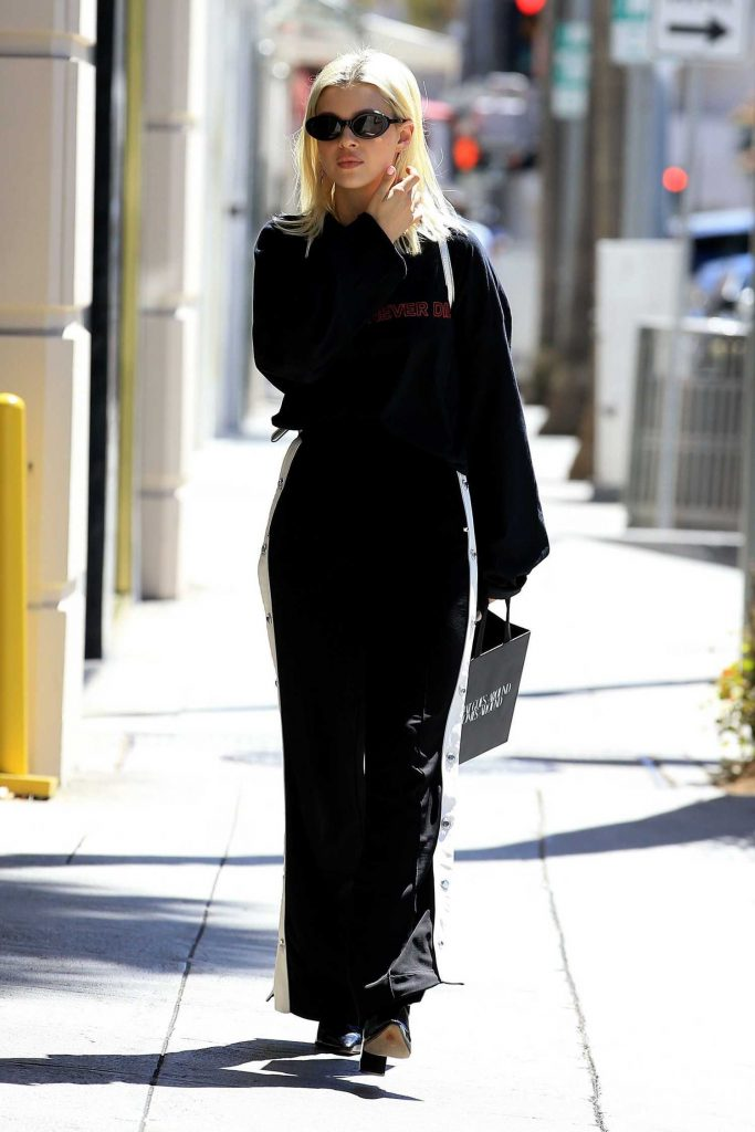 Nicola Peltz Was Spotted Out in Beverly Hills-3