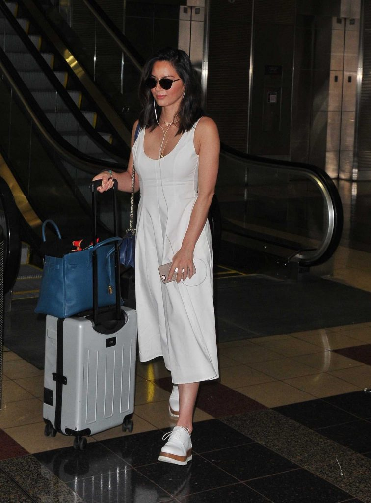 Olivia Munn Arrives at Washington DC Airport-1