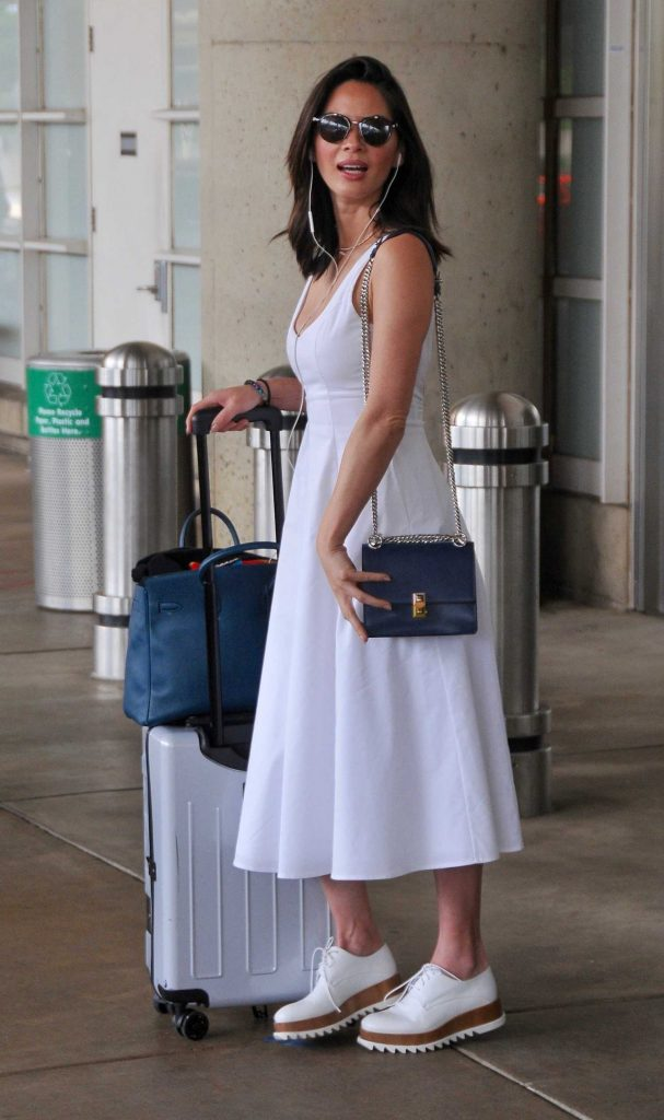 Olivia Munn Arrives at Washington DC Airport-2