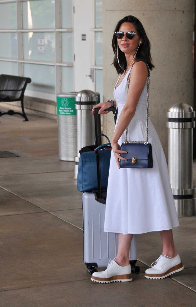Olivia Munn Arrives at Washington DC Airport-3