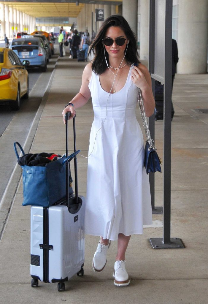 Olivia Munn Arrives at Washington DC Airport-5
