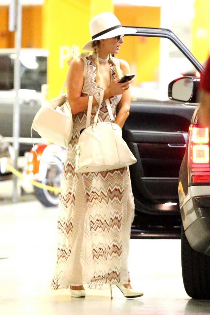 Paris Hilton Heads to a Business Meeting in Hollywood-3