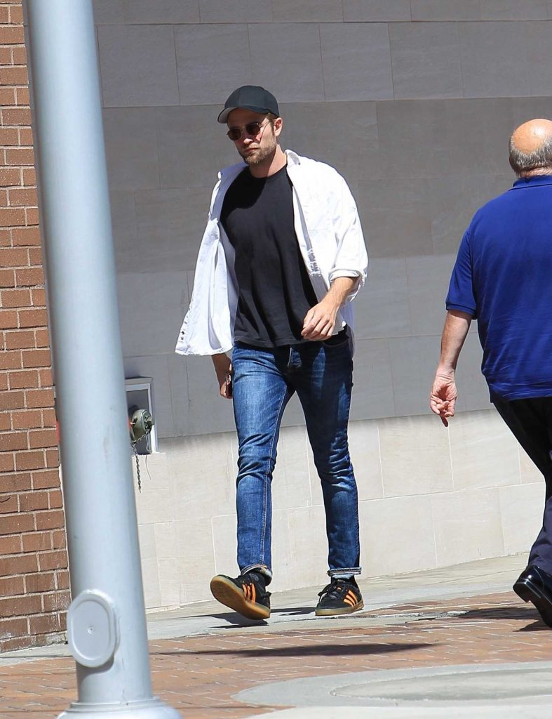 Robert Pattinson Was Seen Out in Beverly Hills-4