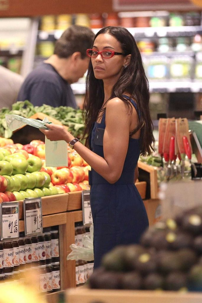 Zoe Saldana Goes Shopping at Whole Foods in Beverly Hills-1