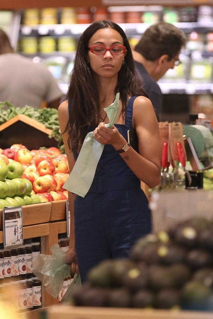 Zoe Saldana Goes Shopping at Whole Foods in Beverly Hills-2