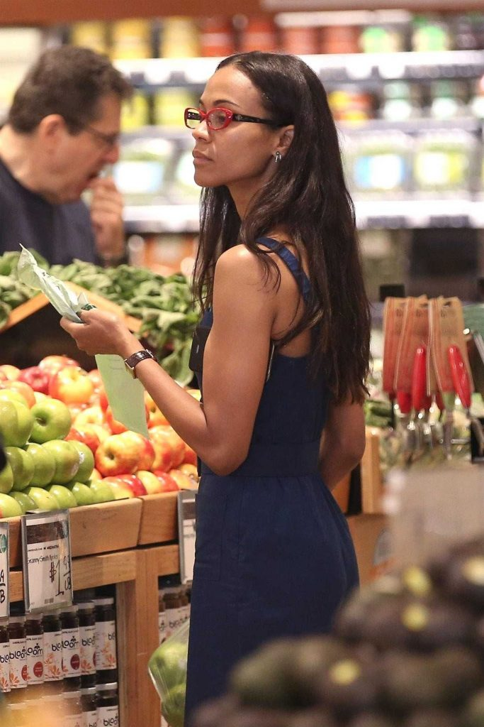 Zoe Saldana Goes Shopping at Whole Foods in Beverly Hills-4
