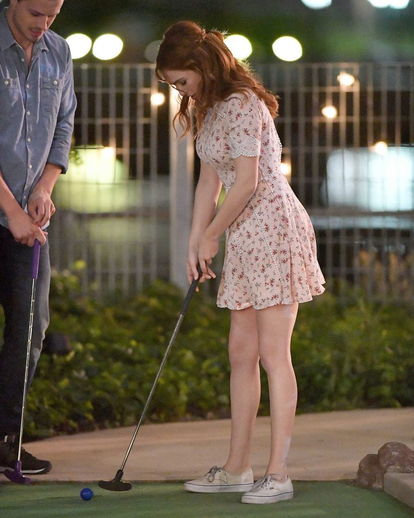 Zoey Deutch Plays Miniature Golf on Set of Set it Up in New York City-3