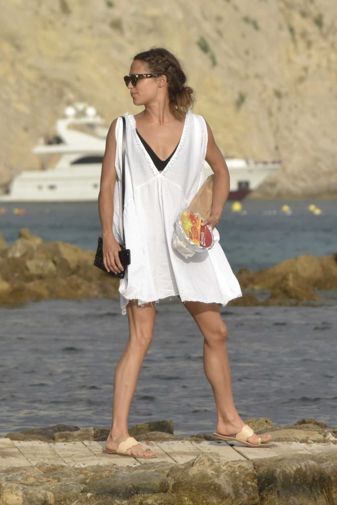 Alicia Vikander Arrives at a Private Yacht in Ibiza-2