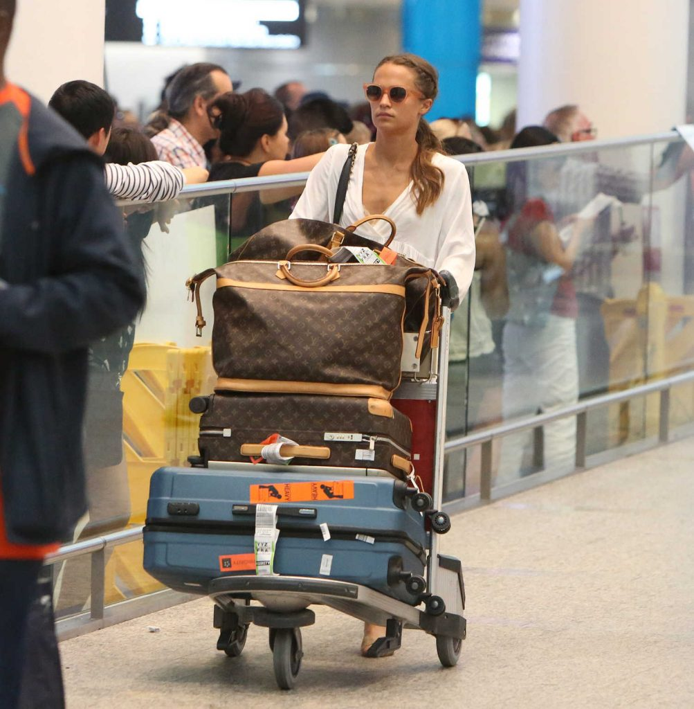 Alicia Vikander Arrives at the Toronto Airport-2