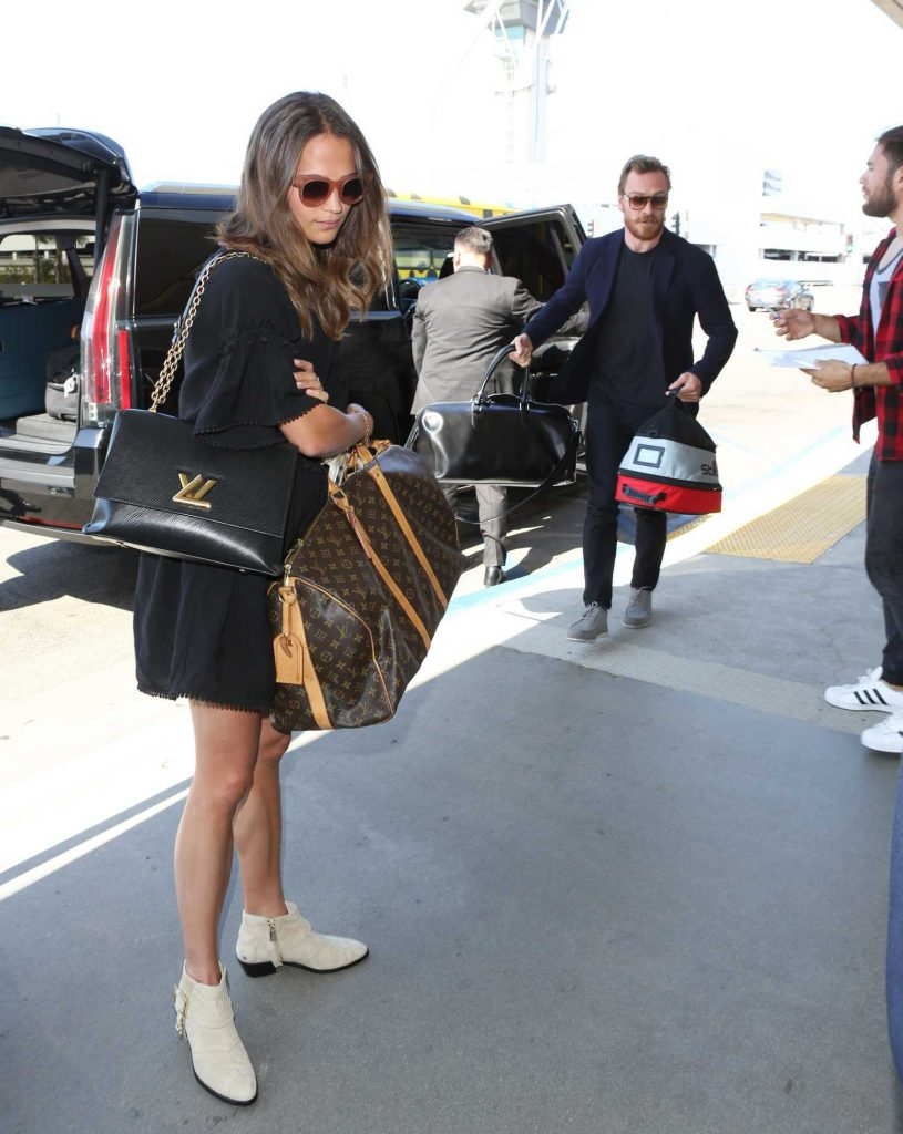Alicia Vikander Was Seen at LAX Airport in LA With Michael Fassbender-3