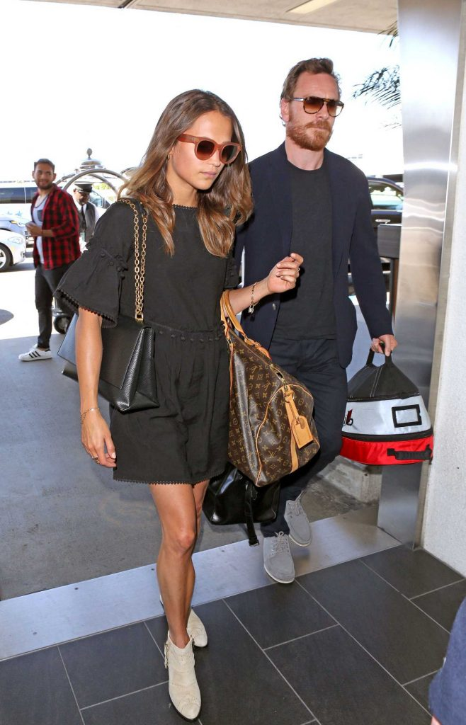 Alicia Vikander Was Seen at LAX Airport in LA With Michael Fassbender-4