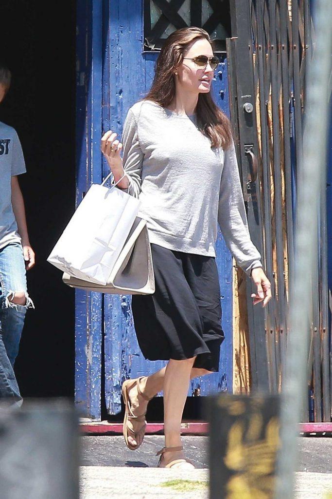 Angelina Jolie Goes Shopping in LA-1