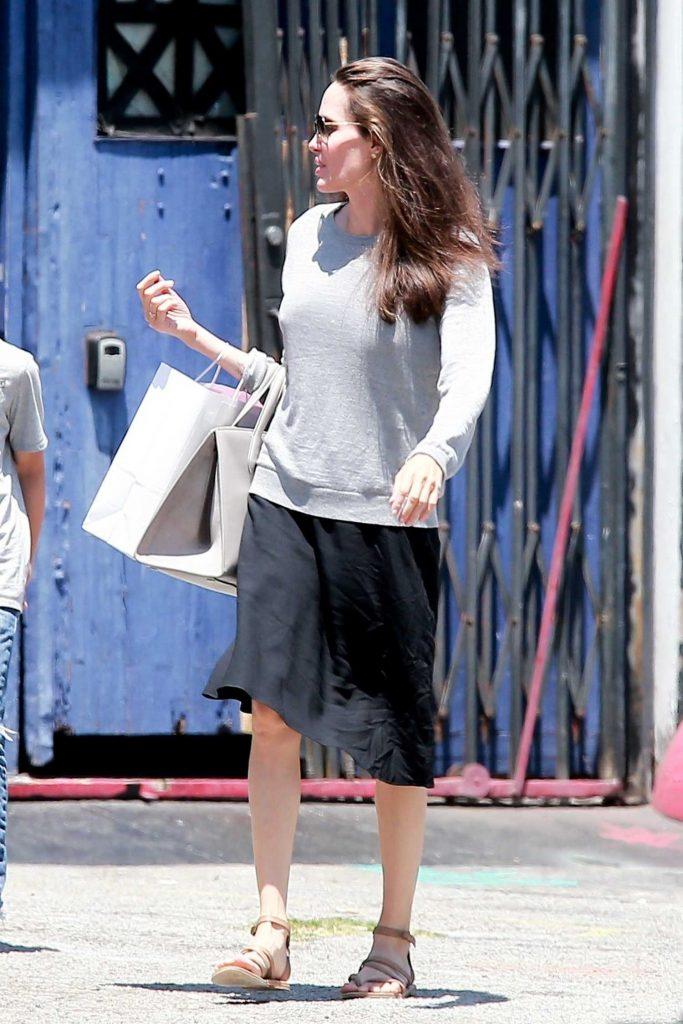 Angelina Jolie Goes Shopping in LA-2