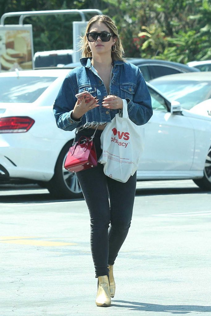 Ashley Benson Visits a Nail Salon in Studio City-2