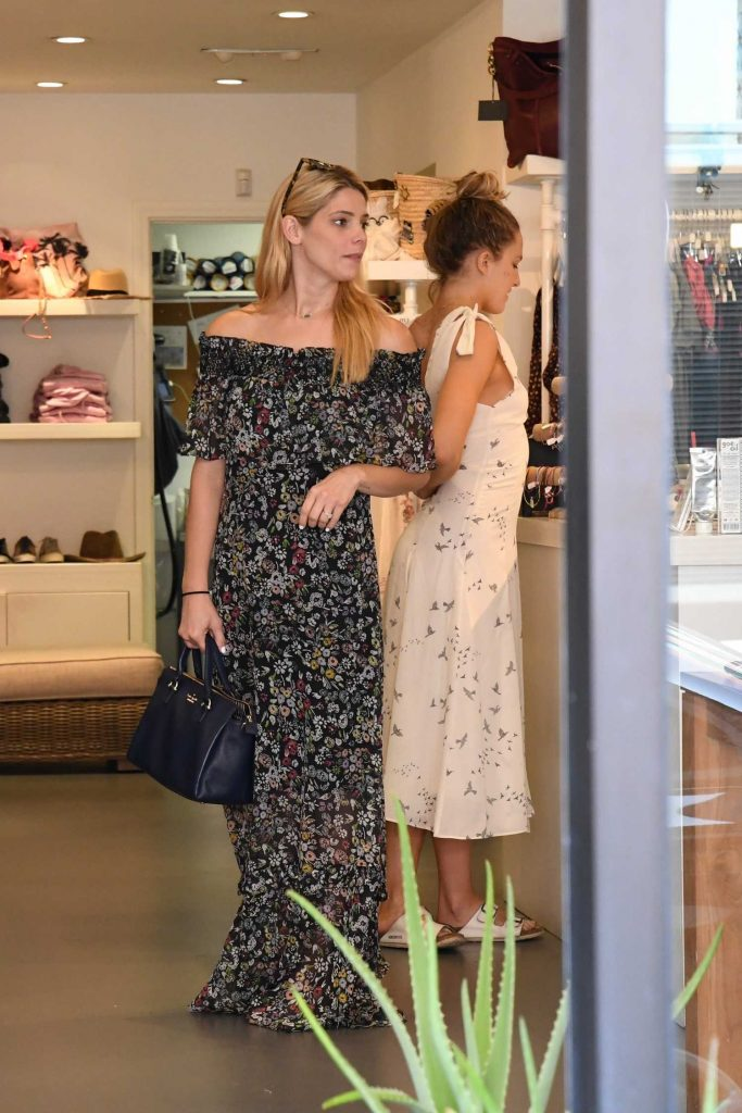 Ashley Greene Out for Shopping in Beverly Hills-5