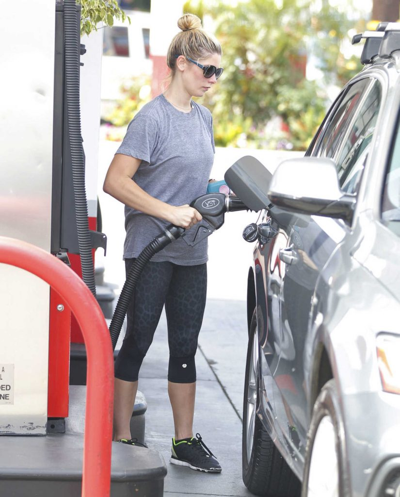 Ashley Greene Was Seen at the Gas Station in West Hollywood-2