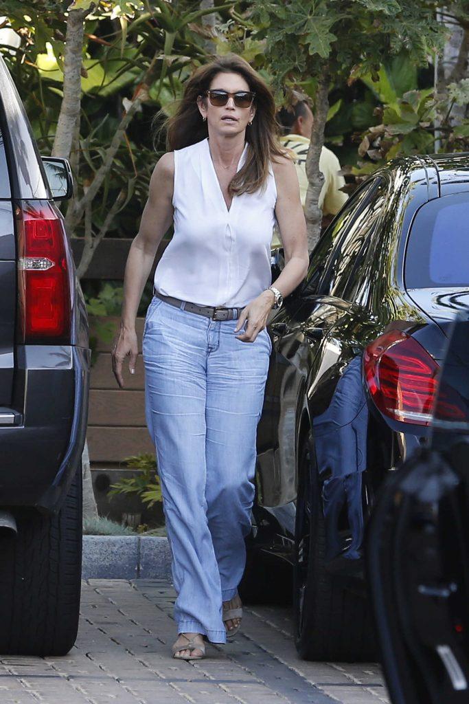 Cindy Crawford Leaves Cafe Habana in Malibu-2