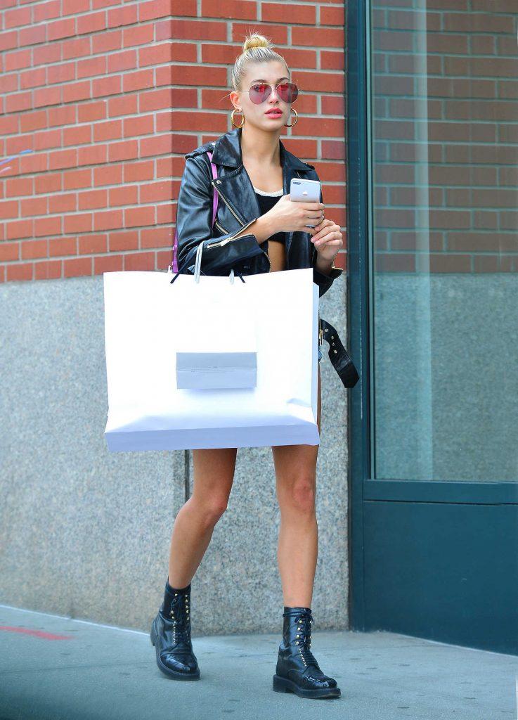 Hailey Baldwin Goes Shopping in SoHo, NY-2
