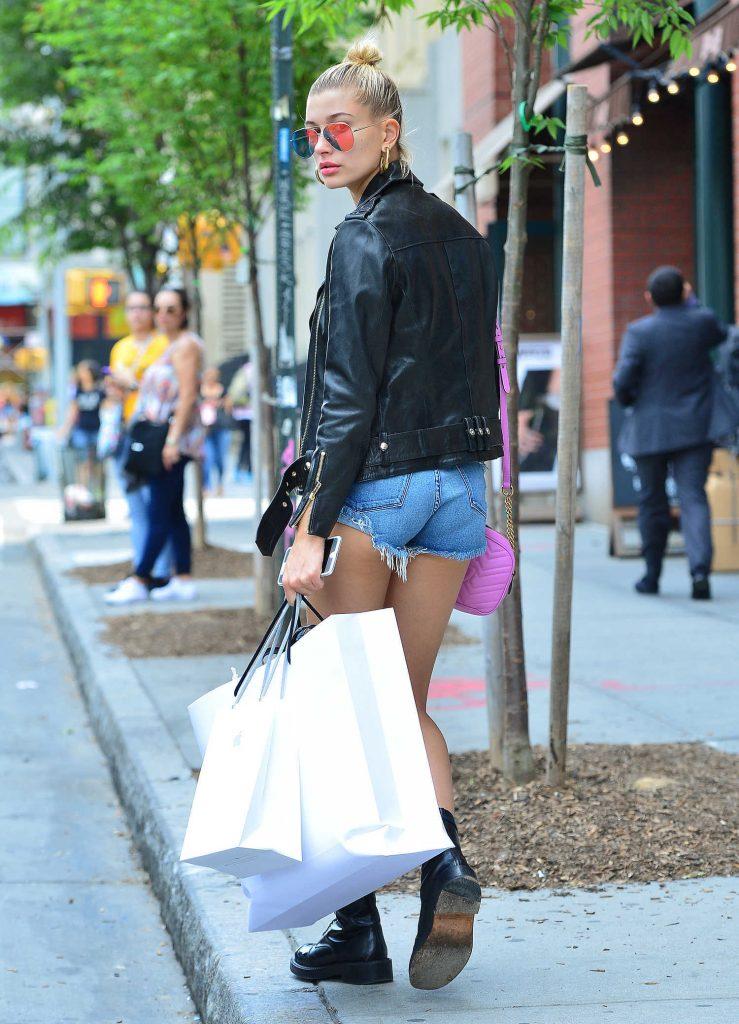 Hailey Baldwin Goes Shopping in SoHo, NY-4