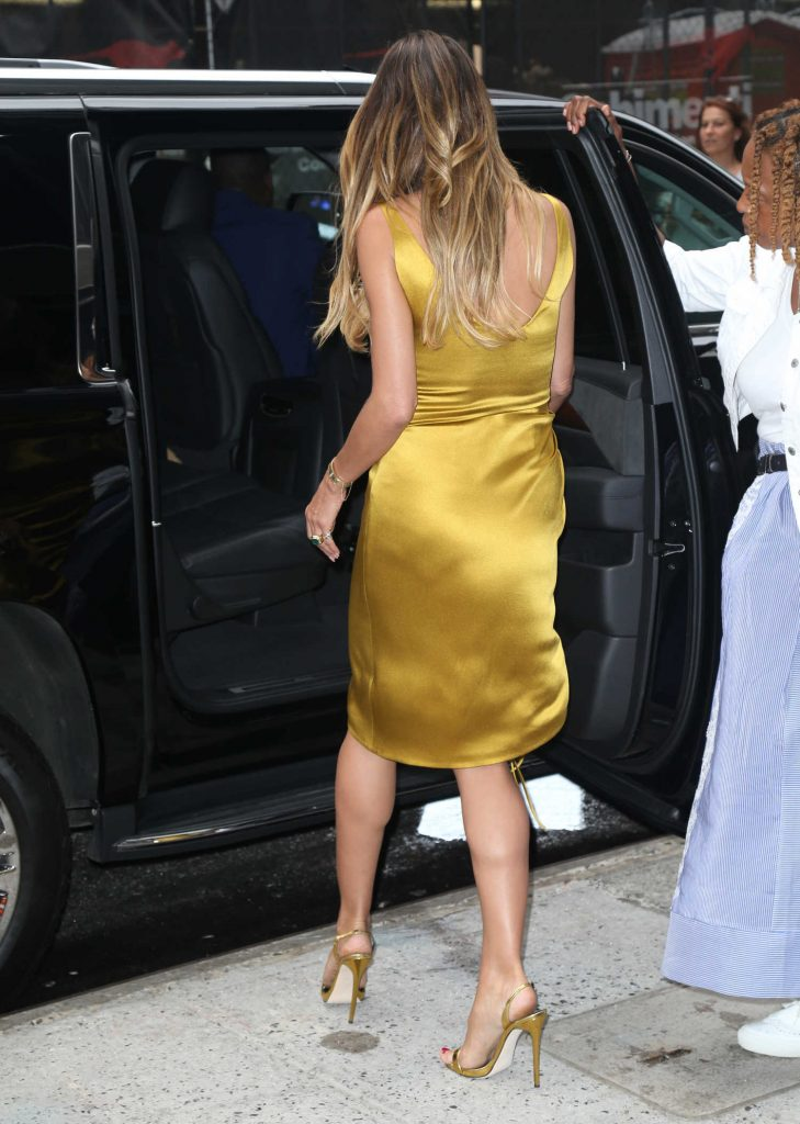Heidi Klum Leaves Good Morning America in New York City-5