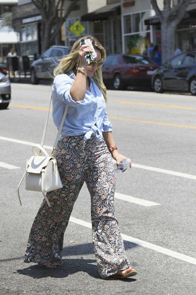 Hilary Duff Leaves a Spa in Santa Monica-2