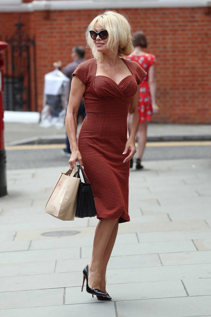 Pamela Anderson Was Seen Out in London-2