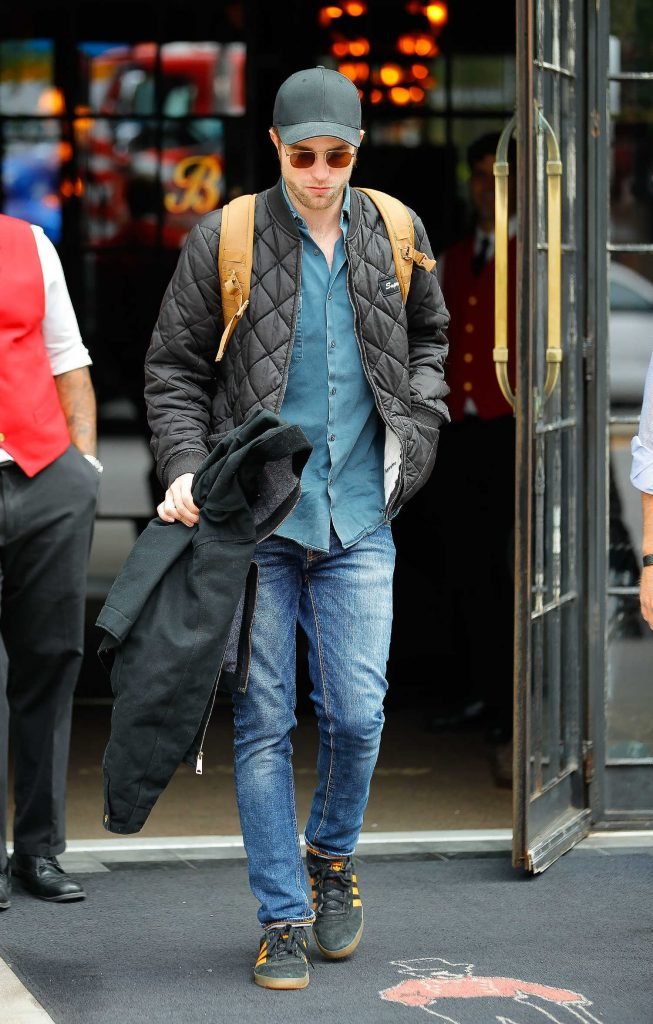 Robert Pattinson Leaves His Hotel in New York City-1