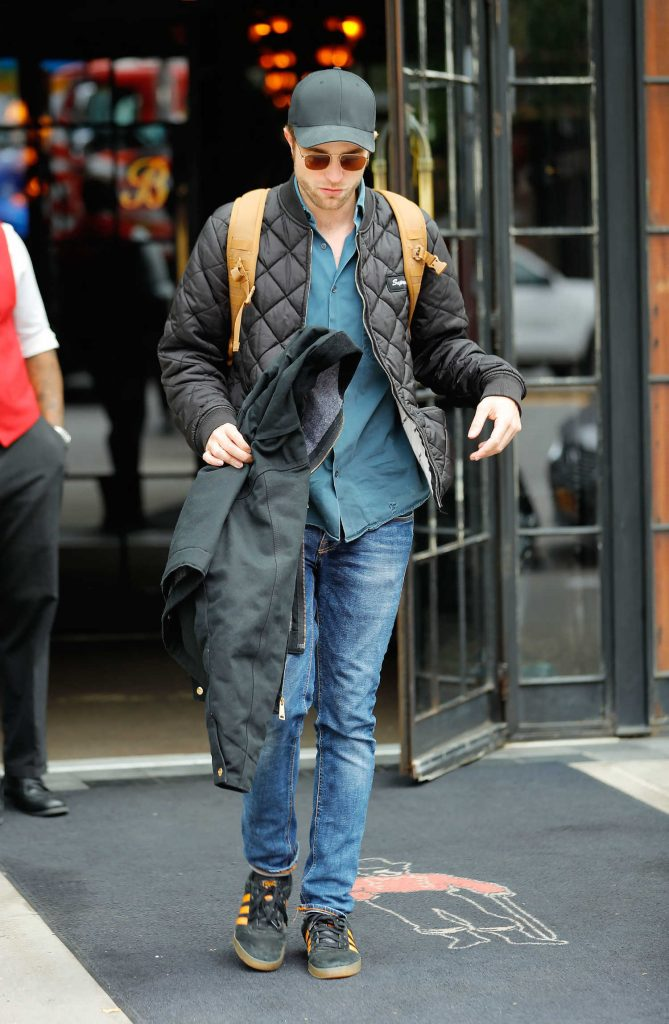 Robert Pattinson Leaves His Hotel in New York City-3