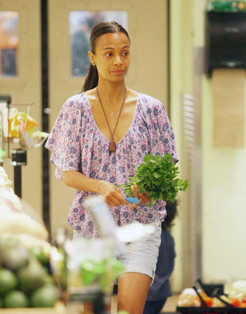 Zoe Saldana Goes Shopping in Beverly Hills, CA-2