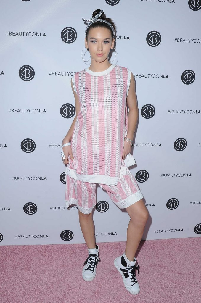 Amanda Steele at the 5th Annual BeautyCon Festival Los Angeles-2