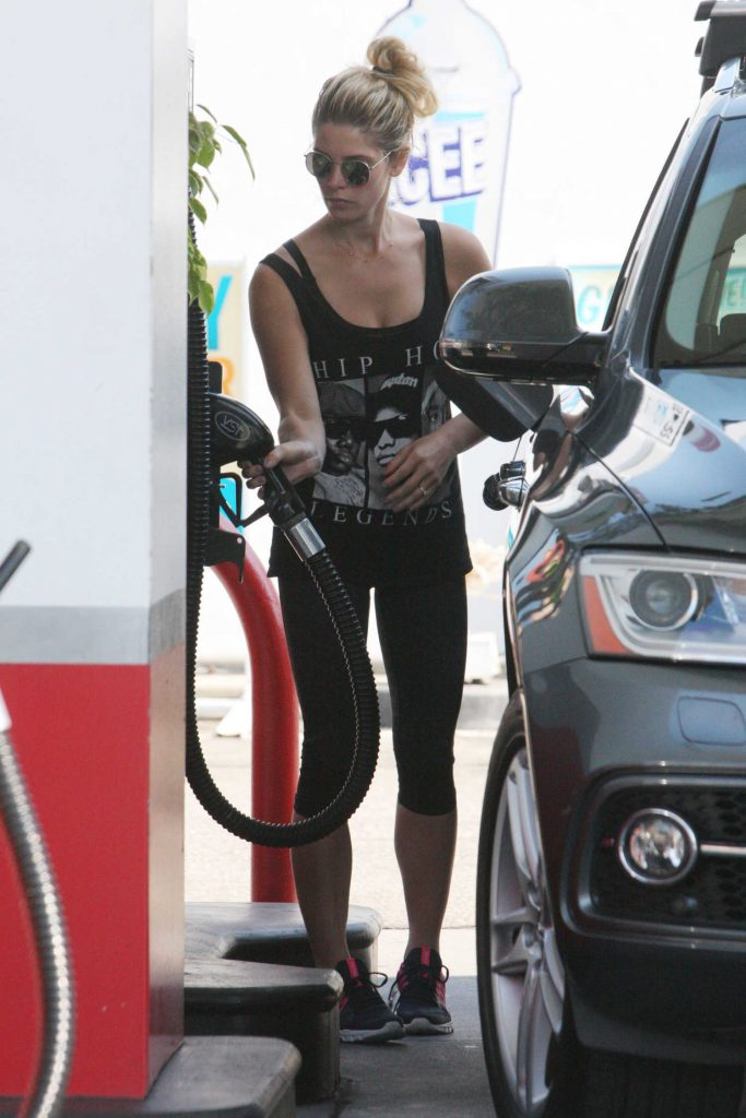 Ashley Greene Was Seen at a Gas Station in Beverly Hills-3