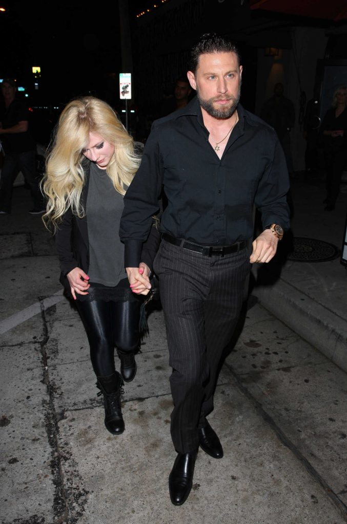 Avril Lavigne Leaves Craig's Restaurant in West Hollywood-1