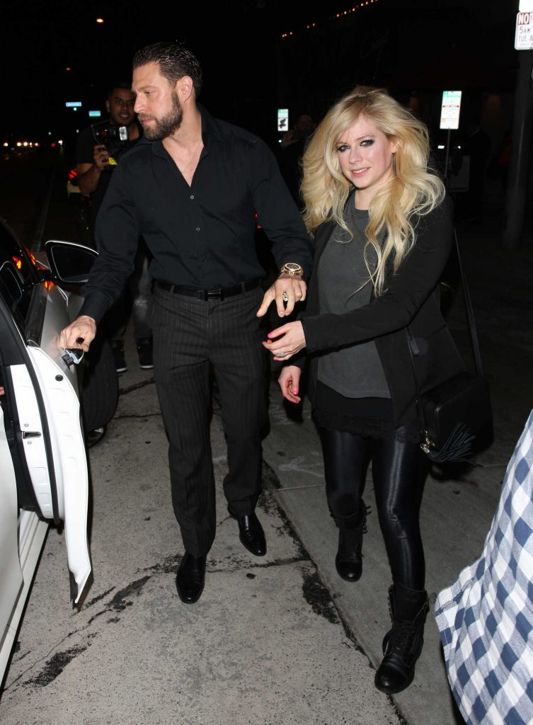 Avril Lavigne Leaves Craig's Restaurant in West Hollywood-3