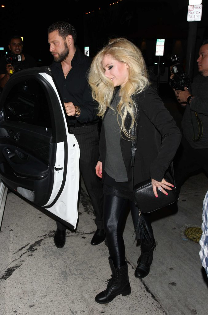 Avril Lavigne Leaves Craig's Restaurant in West Hollywood-4