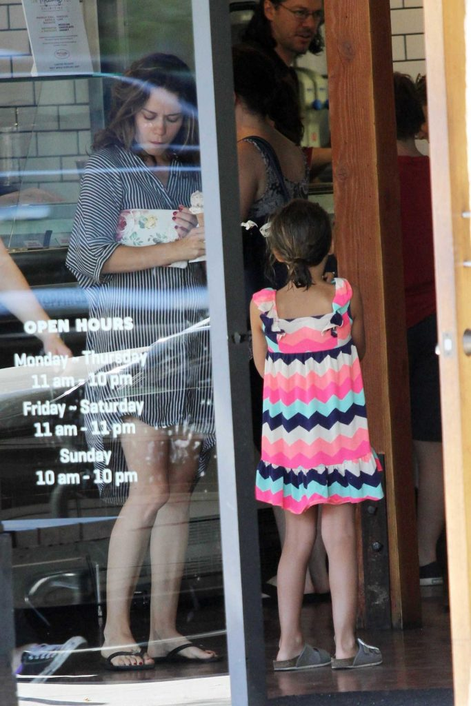 Bethany Joy Lenz Stops for Some Ice Cream With Her Daughter in Studio City-1