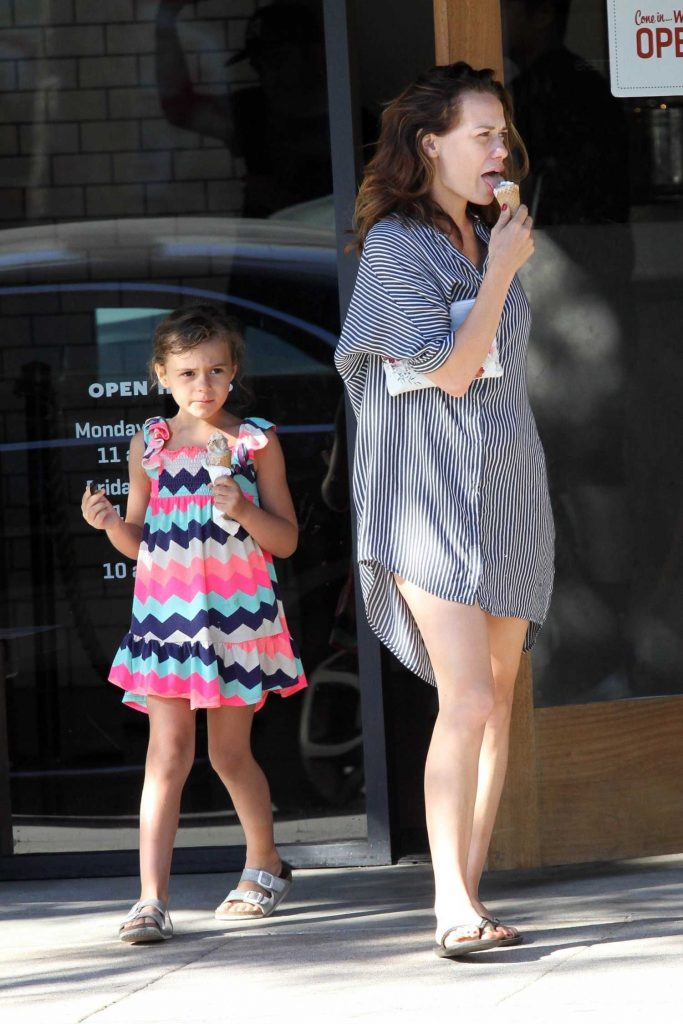 Bethany Joy Lenz Stops for Some Ice Cream With Her Daughter in Studio City-2
